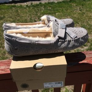085b1d79d26 Ugg Dakota Sunshine Perf Slippers NWT